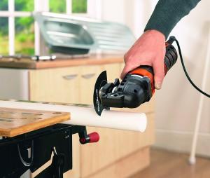 Scier avec l'outil oscillant Black & Decker